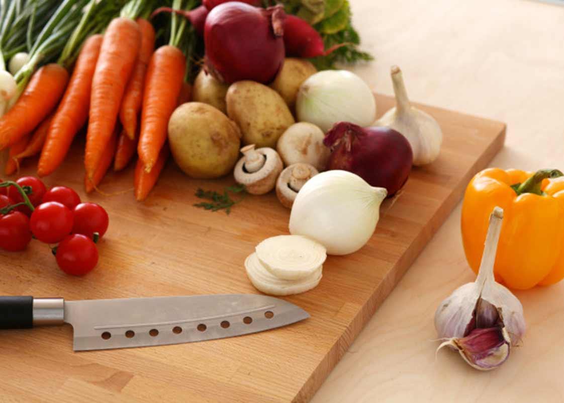 inline-blog-veggiewithcuttingboard